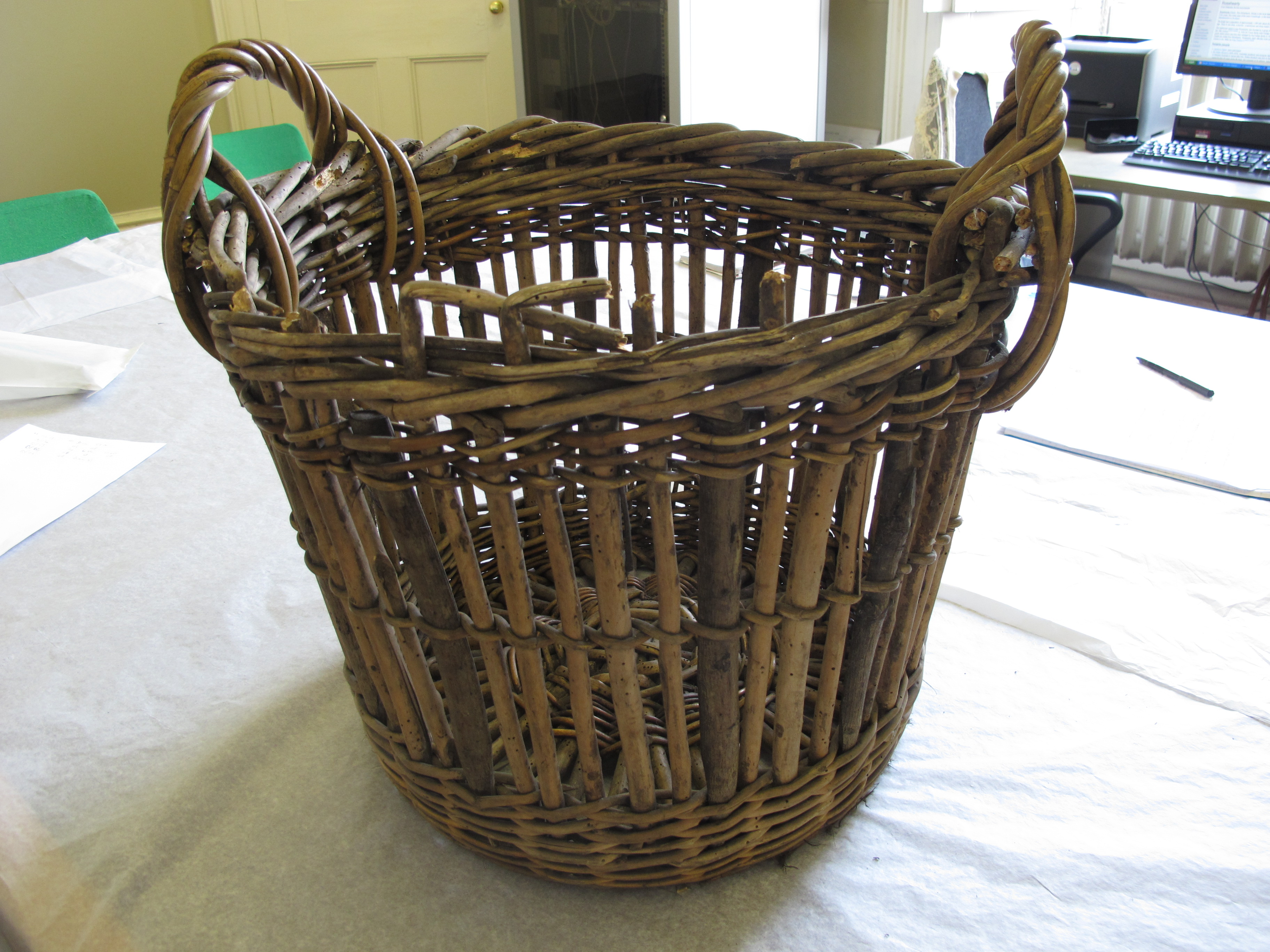 How To Weave A Hazel Basket : Quarter cran a basket using willow and hazel woven