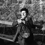 John White, making a stake and strand basket, 1959. School of Scottish Studies, Kissling archive,1959