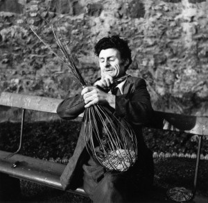 John White, making a stake and strand basket, 1959. School of Scottish Studies, Kissling archive,1959