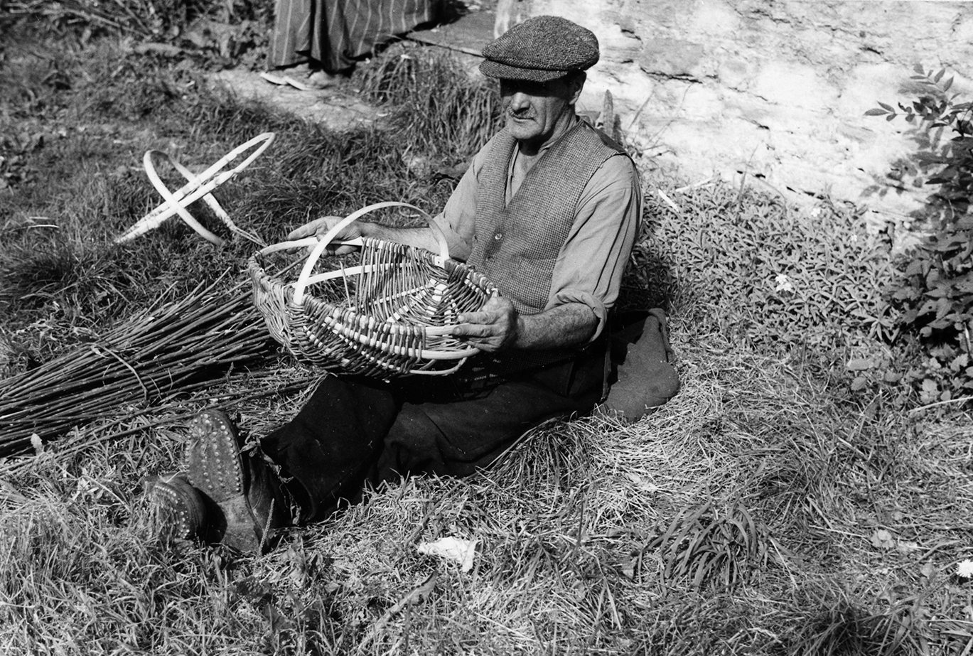 Tinker making a scull for potato gathering.1960 School of Scottish Studies, Kissling Archive